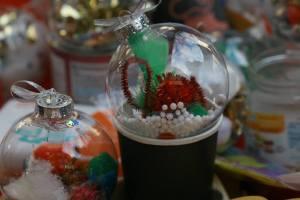bauble decorating